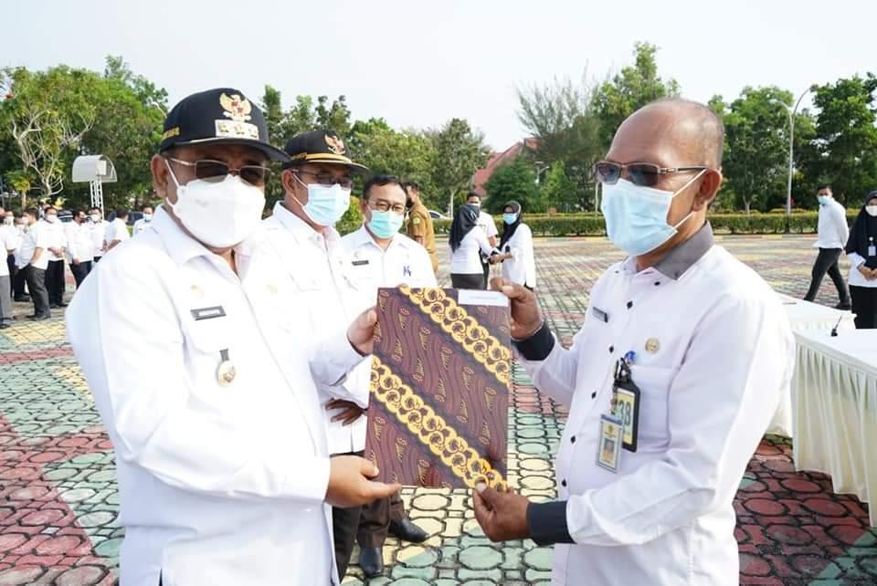 Foto Bupati karimun, capaian kinerja, Pemkab Karimun, Penandatangan perjanjian kinerja