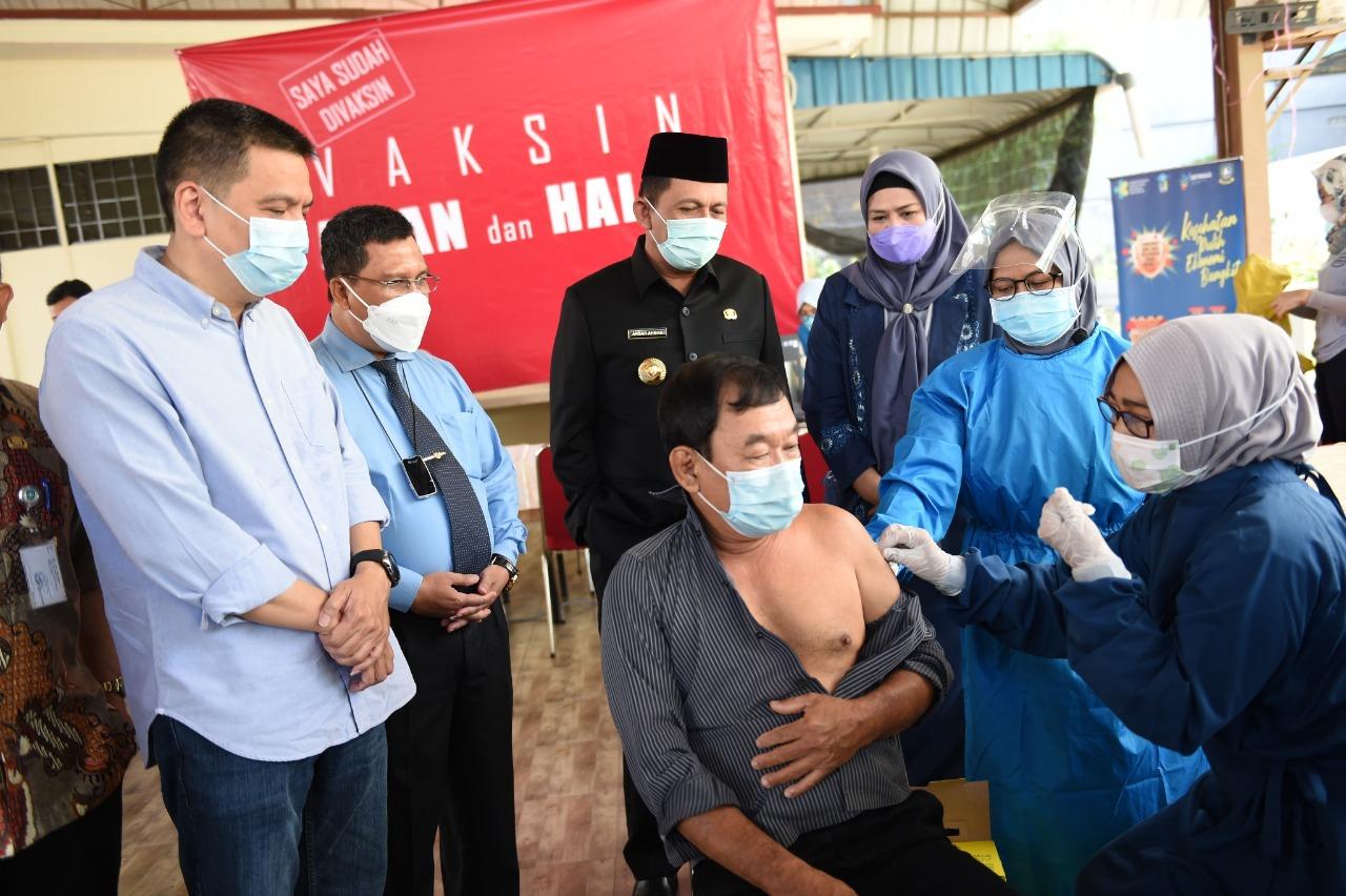 Foto ansar-marlin, gubernur kepri ansar ahmad, vaksinasi