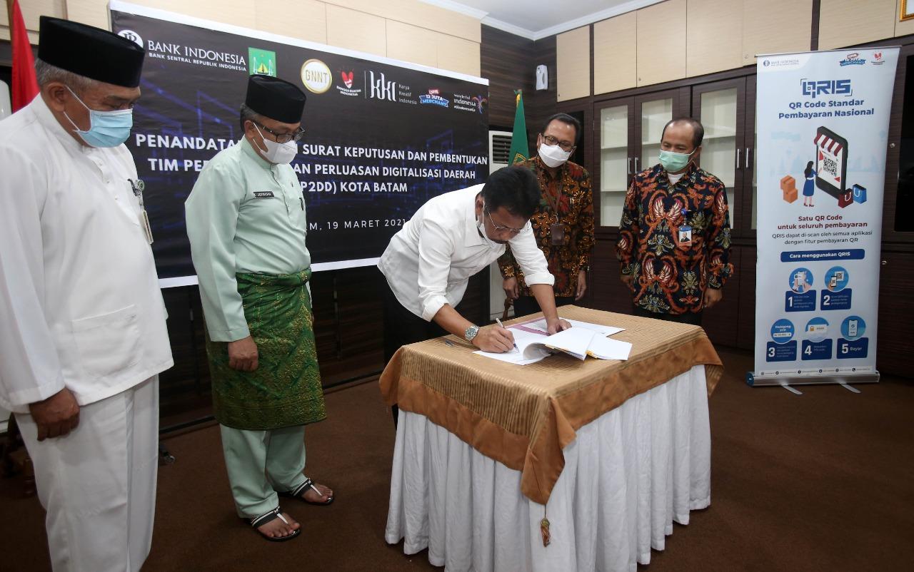 Foto Batam terbaik se-indonesia, transaksi non tunai, Transaksi QRIS