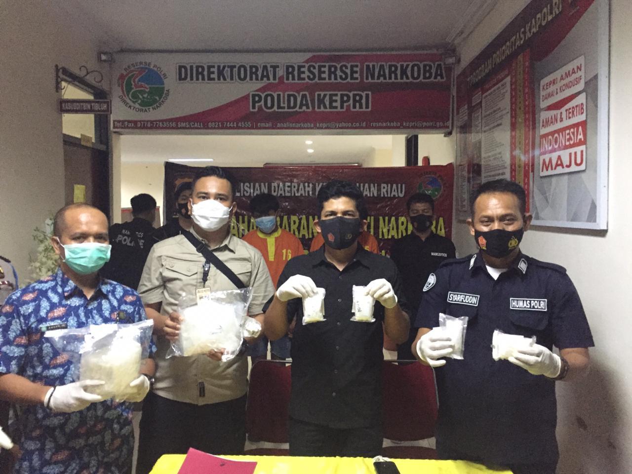 Foto Ditresnarkoba, Ditresnarkoba Polda Kepri, kurir sabu, pemusnahan narkoba, Sabu-sabu