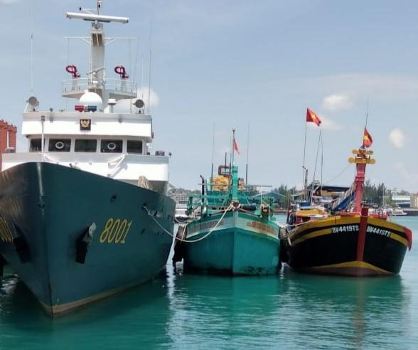 Foto baharkam polri, Headline, Kapal asing ditangkap, korpolairud baharkam polri, Perairan natuna