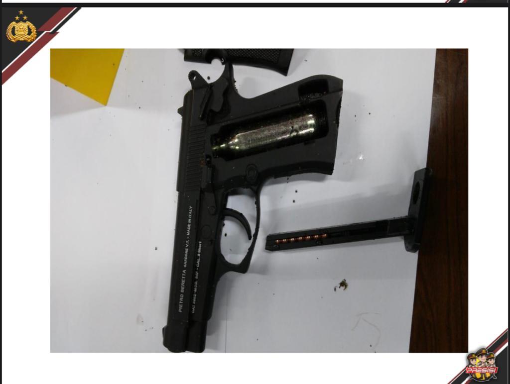 Foto Headline, pelaku teror di jakarta, Pelaku teror mabes polri, senjata pelaku teror