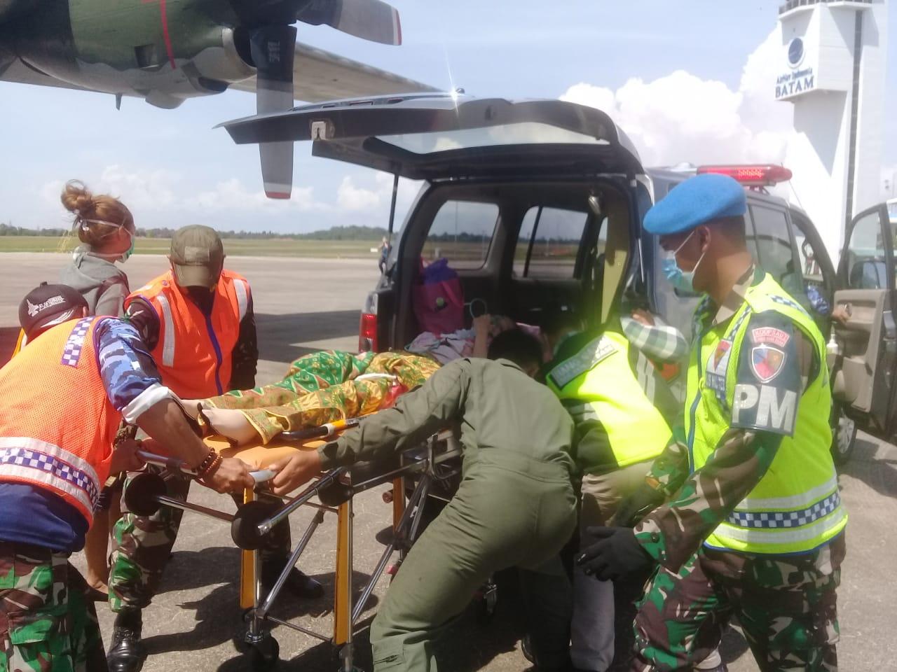 Foto Batam, gunakan pesawat hercules, Headline, natuna, pesawat hercules, tni au bantu warga natuna, Tni au evakuasi warga, warga natuna