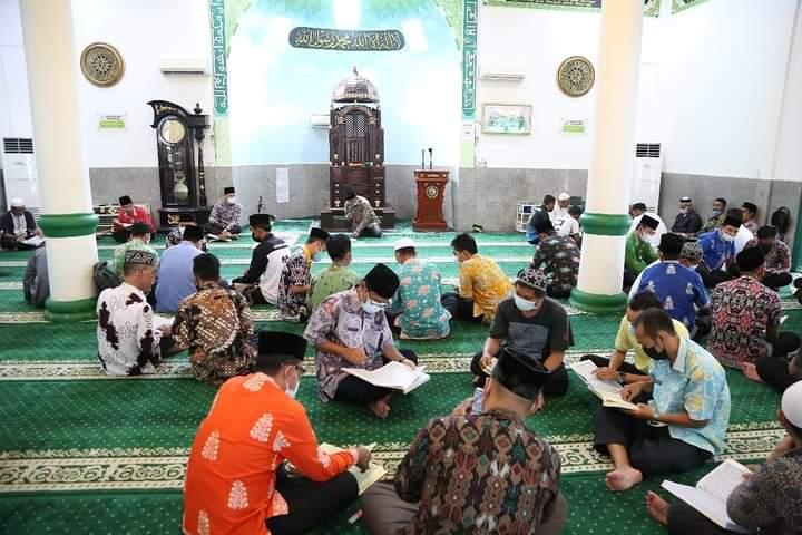 Foto Anambas, Bupati Kka, Bupati kka abdul haris, Khatam Qur'an, Masjid Besar Baiturrahim Tarempa, Safari ramadan Anambas, Tarempa