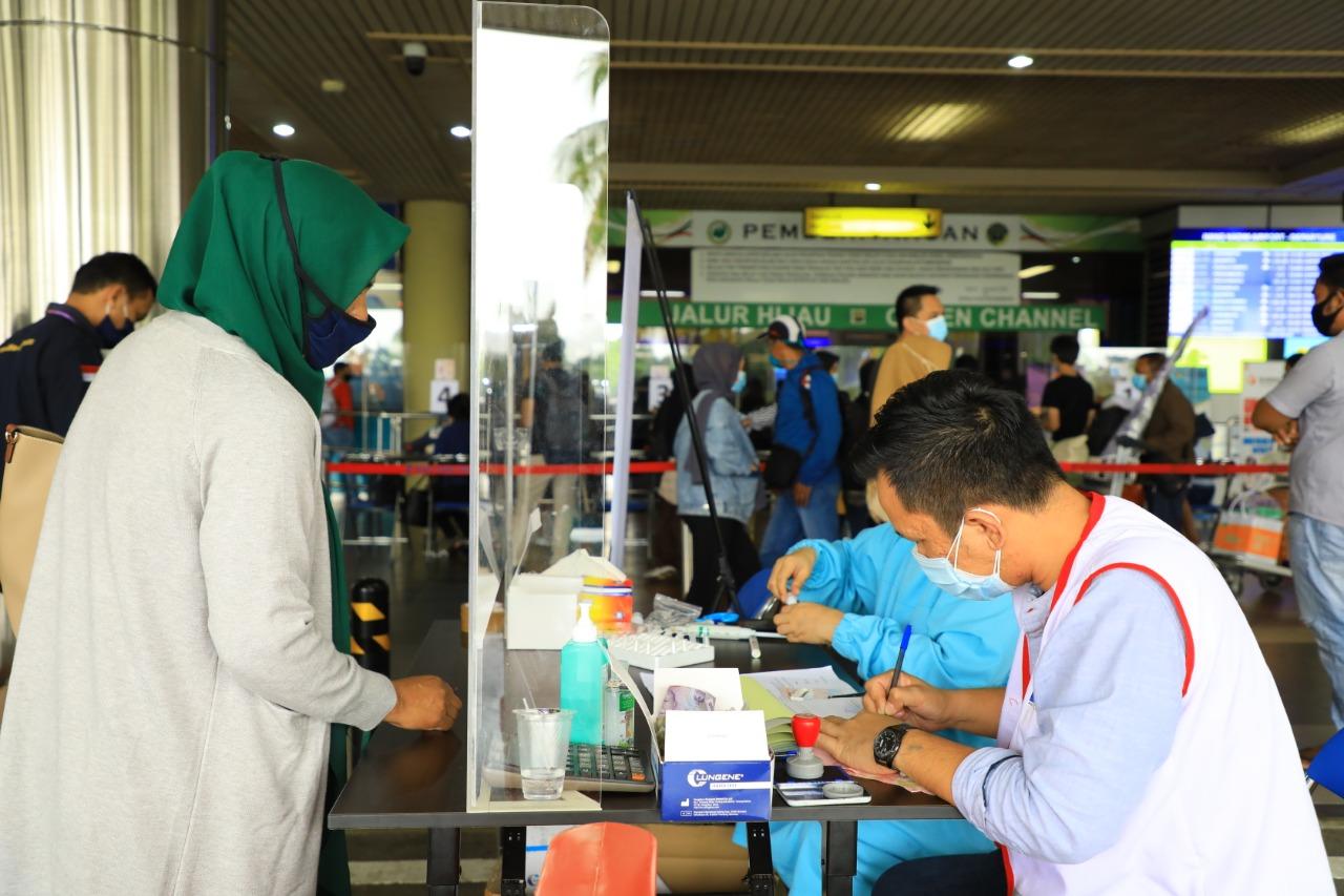Foto Hang Nadim Batam, Petugas swab pcr, petugas terlatih, standar ppi, swab pcr, swab pcr hang nadim, Tes GeNose, tes genose di batam