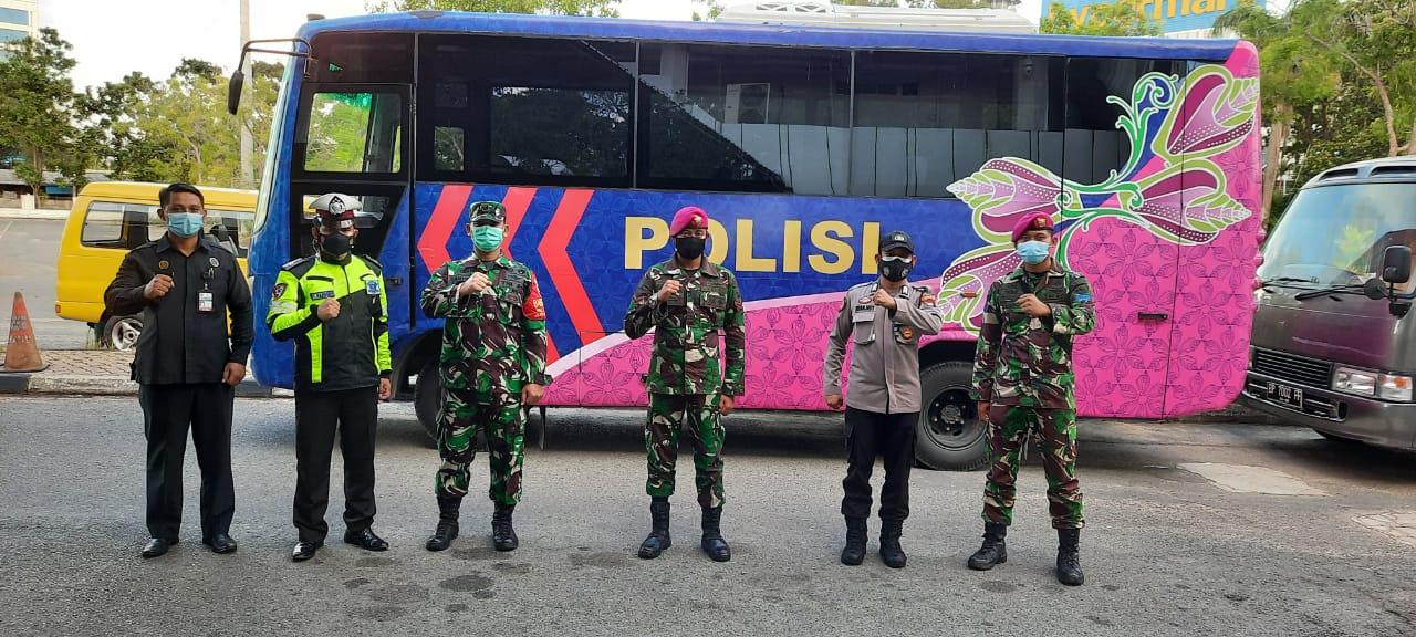 Foto Batam, evakuasi wni, Headline, Karantina mandiri, Kota Batam, Lokasi karantina, Pemulangan PMI, pmi ke daerah asal, Polresta Barelang, Polresta barelang siagakan dua bus