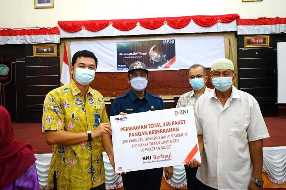 Foto Bagikan Sembako, bank bni, BNI Cabang Tanjungbalai Karimun, bni karimun, kantor bni, karimun