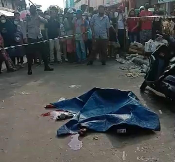 Foto ditikam otk, Pasar jodoh, pedagang pasar jodoh, pedagang tewas ditikam, Perkelahian di pasar jodoh, polsek lubukbaja