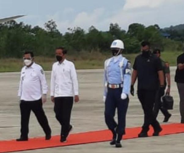 Foto Ansar Ahmad, batam hari ini, Bintan, gubernur kepri ansar ahmad, kabar batam, kabar batam hari ini, Presiden Jokowi, presiden jokowi ke bintan, Presiden jokowi ke riau, vaksinasi massal