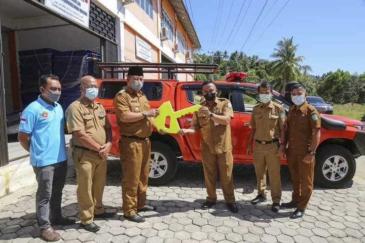Foto Anambas, bpbd amambas, Bupati Anambas, Bupati Anambas Abdul Haris, kabar anambas, pulau anambas, Serahkan bantuan
