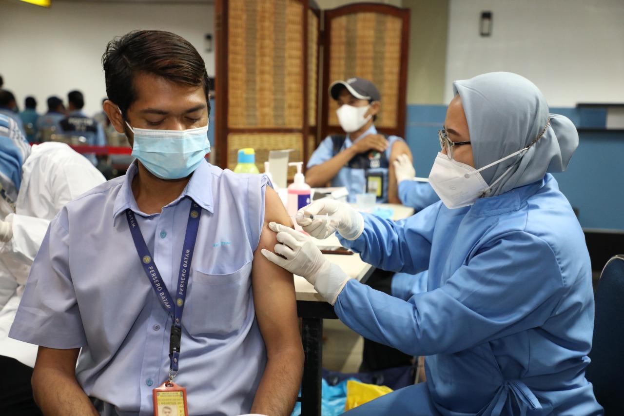 Foto Bandara Hang Nadim, BP Batam, Bubu hang nadim, hang nadim fasilitasi vaksinasi, otoritas hang nadim, vaksinasi, vaksinasi di hang nadim, vaksinasi massal
