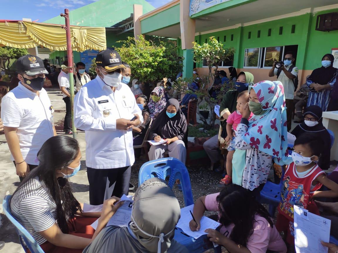 Foto Aunur Rafiq, Bupati karimun, tinjau vaksinasi, vaksinasi, Vaksinasi covid-19, vaksinasi di karimun