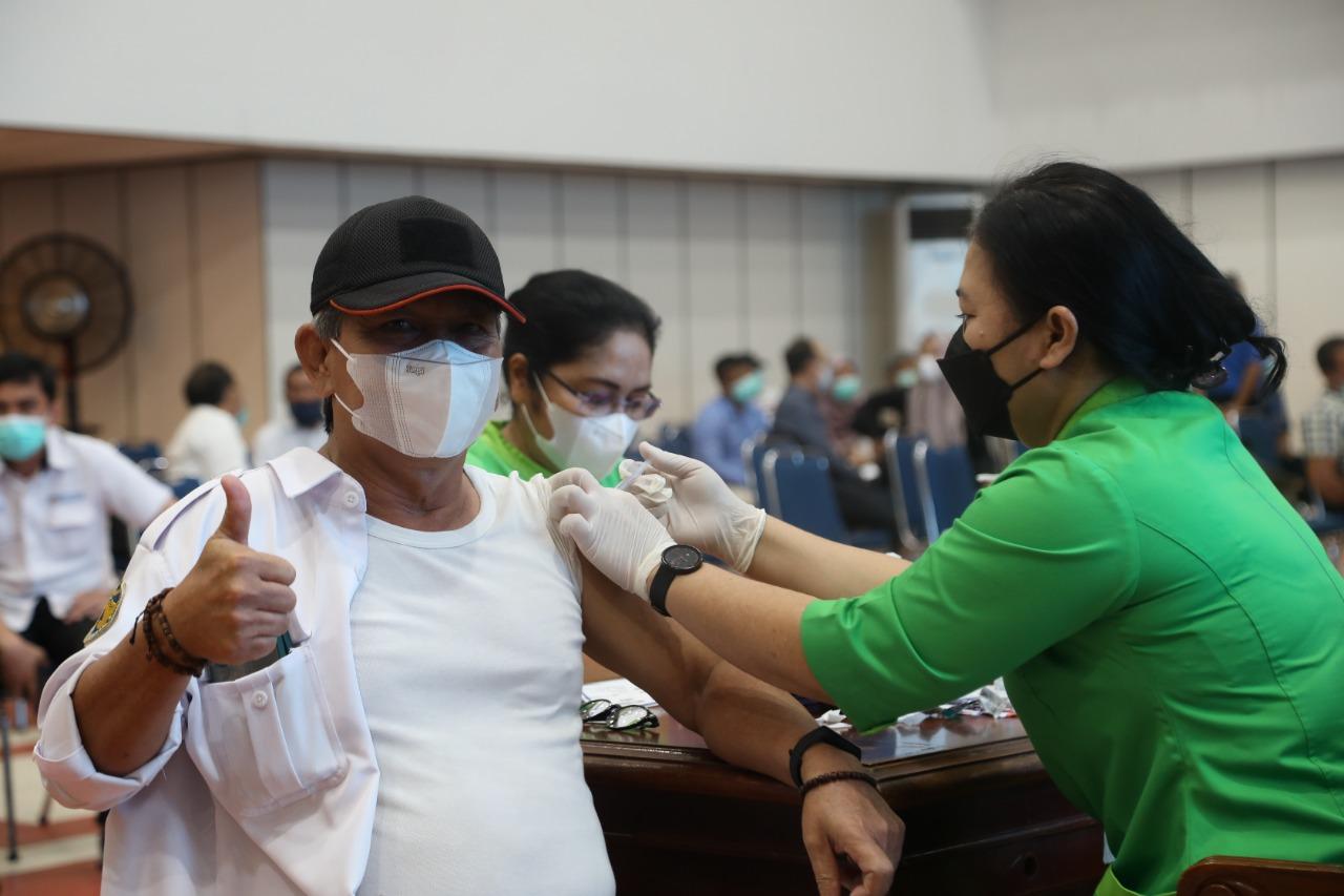Foto Batam, BP Batam, bp batam laksanakan vaksinasi, Pegawai bp batam divaksin, vaksinasi, vaksinasi tahap dua